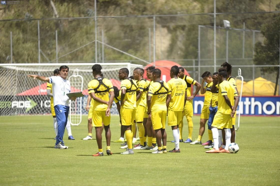 A la espera de algunos jugadores que militan en el exterior, el combinado ecuatoriano ya tuvo su primer entrenamiento