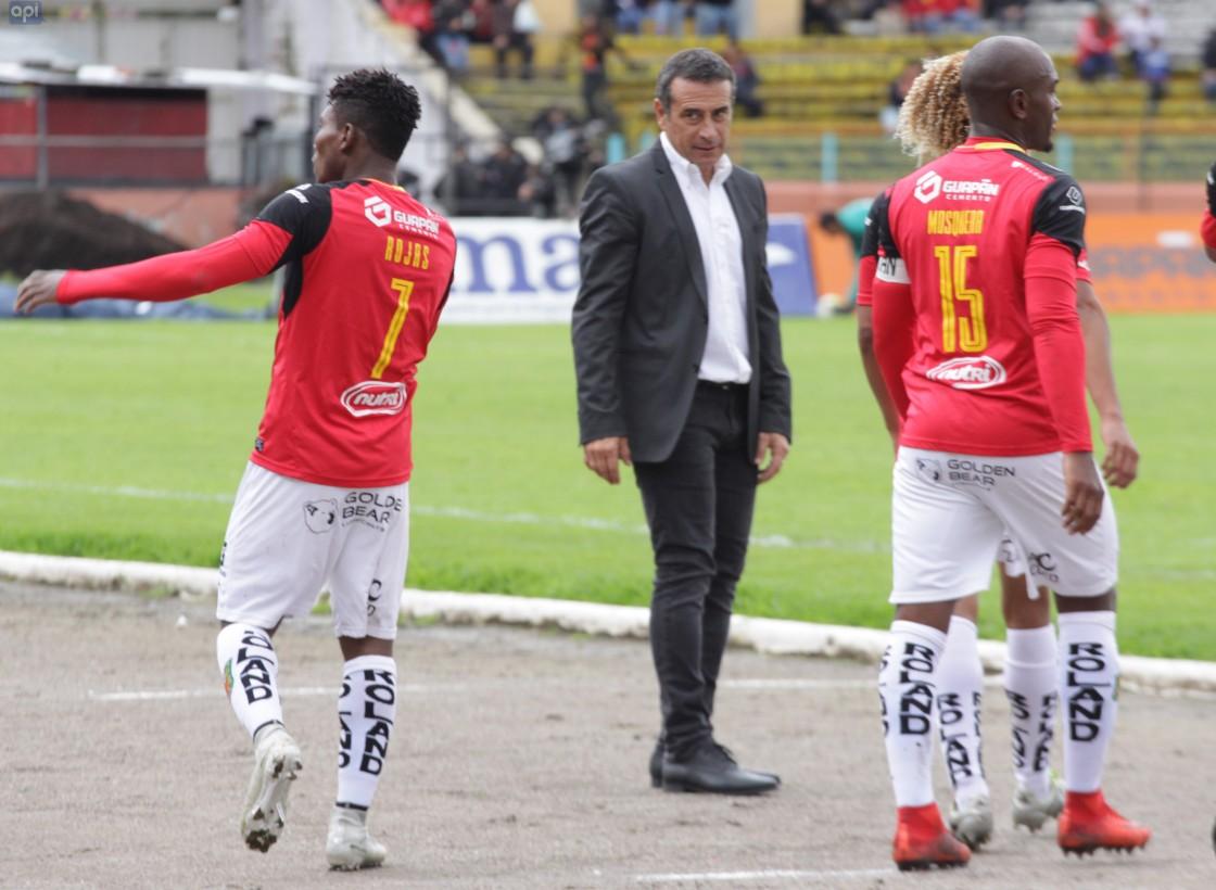 El exestratega de Deportivo Cuenca y Delfín dirigirá a los cafeteros en la Copa Sudamericana