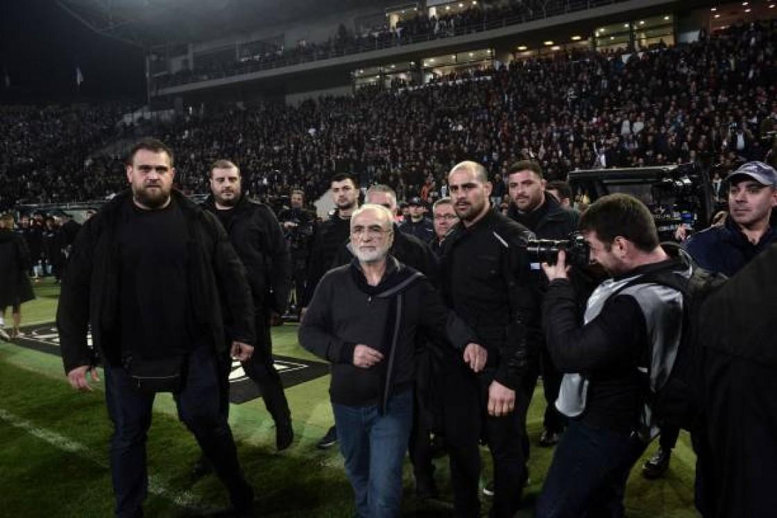 """""""Mi reacción emocional se debe a la situación negativa generalizada que reina en el fútbol griego últimamente"""", dijo Iván Savvidis"""