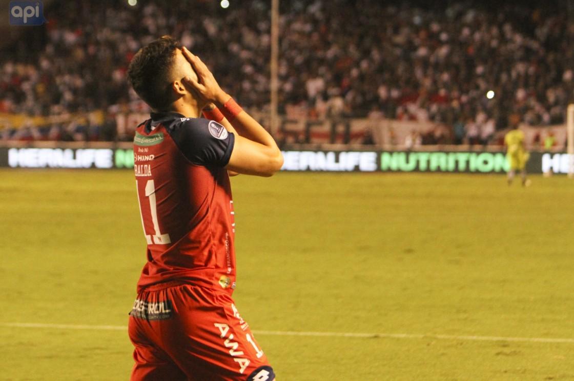 Errores de El Nacional: un autogol y un penal errado, favorecen a Liga, que se acostumbra a ganar con drama