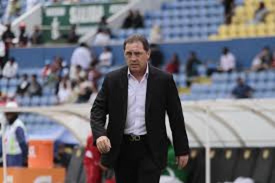 Alex Aguinaga indicó que en los próximos días conversará con la FEF sobre el pedido de Ricardo LaVolpe