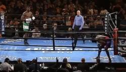 Harper decide abandonar el combate en el primer segundo, sin lanzar un golpe