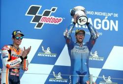 Rins logra su primer triunfo, Mir el liderato y Márquez el segundo podio