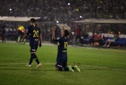 El colombiano Cardona está en duda para el Superclásico por dolor en tobillo