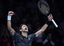 Djokovic hace tambalear a Isner y Zverev reacciona ante Cilic
