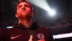 Nowitzki firma contrato por una temporada con Mavericks, la vigésima primera