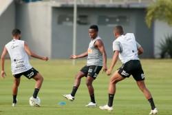 Minutos para Cazares en empate de Corinthians