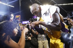 NBA se viste de luto en jornada marcada por la trágica muerte de Bryant (Resumen)