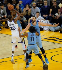 (116-110) Durant consigue doble-doble para los Warriors