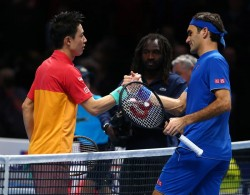 Nishikori vence a Federer y Nadal acabará número dos