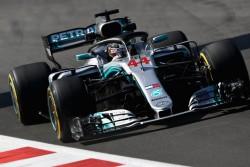 Los Mercedes mandan en los libres, mientras que Alonso corre a 1.7 del líder