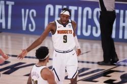 Nuggets eliminan a Clippers y Heat aventaja 1-0 a Celtics (Resumen)