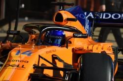 Alonso, en el garaje por segundo cambio de motor; Sainz, parado también