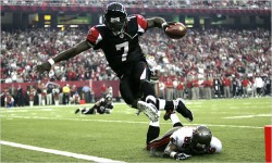 Los Falcons rendirán tributo a Vick y a White