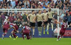 El United sigue atascado y pierde ante el West Ham