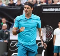 Federer accede a las semifinales y se acerca al número uno