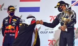 Hamilton vuelve a ganar y Grosjean vuelve a nacer