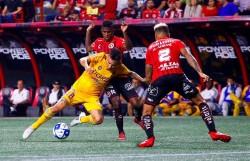 Bolaños anotó en empate de Xolos ante Tigres
