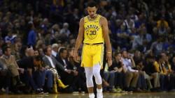 Warriors rompen su racha ganadora y pierden a Curry (Resumen)