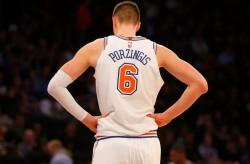 Knicks no negociarán extensión de contrato a Porzingis hasta el verano