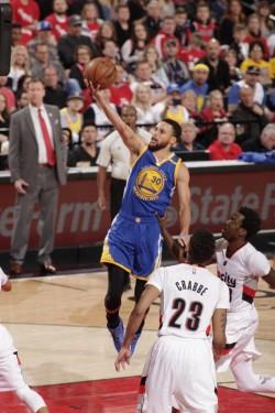 Warriors, con un Curry soberbio, pasan a semifinales; Raptors tienen ventaja (Resumen)