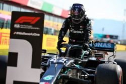 "Hamilton logra la ""pole"" en la Toscana"