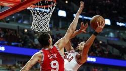 Booker brilla con 70 puntos; Cavaliers ganan título división