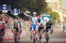 Demare se impone en la décima etapa, Conti mantiene liderato