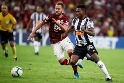 Flamengo vence a Mineiro de Cazares y aumenta su ventaja como líder