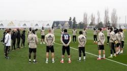 El Real Madrid guarda un minuto de silencio por Kobe; Ramos con su camiseta