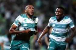 Ayrton Preciado comenda triunfo de Santos Laguna