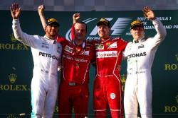 Ferrari y Vettel eligen la estrategia ganadora en Australia