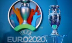 """Vicepresidente de UEFA: """"Pararemos fútbol solo si la situación degenera"""""""