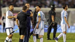 Indignación por la sanción de la FIFA a Messi en la prensa de Barcelona