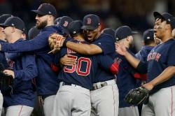 Medias Rojas se coronan campeones del Este por tercer año consecutivo