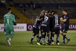(5-0) Independiente vapulea a Universidad Católica y enfila su clasificación