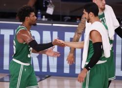 Brown y Tatum imponen su clase y dan primer triunfo a Celtics