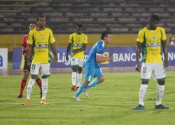 (4-0) Sin problemas, U. Católica goleó a Orense en el Atahualpa