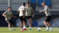 El Madrid ya se entrena en dos grupos y Mariano hace carrera continua