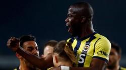 Enner Valencia mantiene a Fenerbahce en la pelea por el título en Turquía