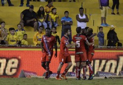 (1-2) El Nacional sorprende a Barcelona y sigue en la pelea
