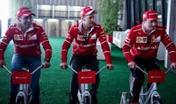 "Pilotos de Ferrari ""compiten"" en bicicleta antes del Gran Premio de Brasil"
