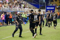 Maradona elogió a Vinicio Angulo