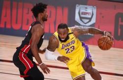 (116-98) Davis y James comienzan arrolladores ante Heat y toman ventaja