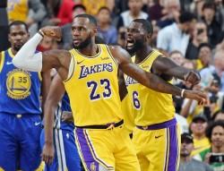 (123-113) James y los jóvenes Lakers pueden con los Warriors sin Green