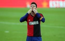 Barcelona goleó y Messi homenajeó a Maradona