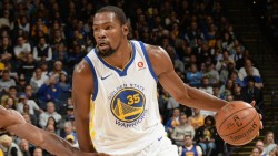 Warriors ganan sin Curry; James asalta el Madison y Sixers el Staples Center (Resumen)