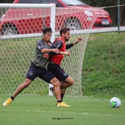 Tropiezo de Mineiro con Franco durante todo el cotejo