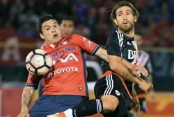 Hinchas de River Plate golpean y asaltan a simpatizantes del Wilstermann