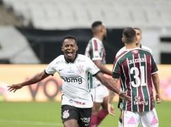 Cazares brilló en goleada de Corinthians